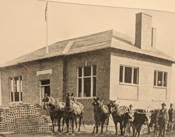 Construction of Kinsman Free Public Library horses and workers from 1913